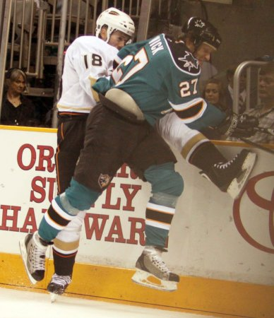Sharks' Roenick expected to retire