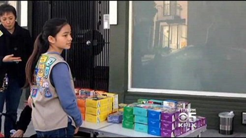 Girl Scout sells cookies outside pot dispensary in San Francisco