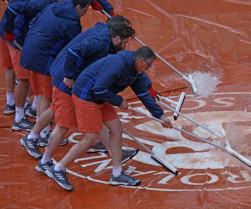 Rain forces Rafael Nadal, Novak Djokovic matches to Wednesday at French Open