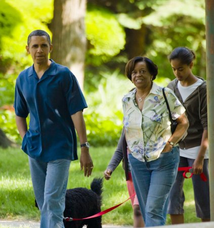 President Obama makes flying visit to his Chicago home