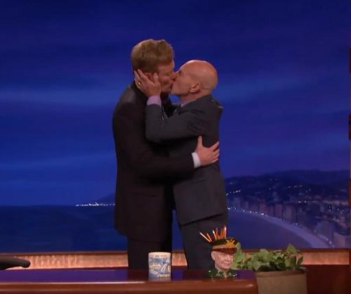 Patrick Stewart kisses Conan O'Brien on 'Conan'