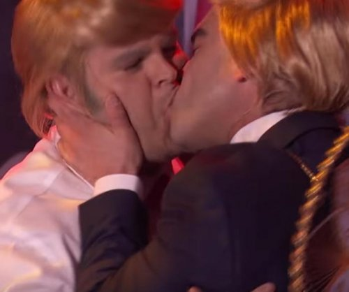 Josh Gad, Johnny Galecki dress as Donald Trump, make out during 'Lip Sync Battle'