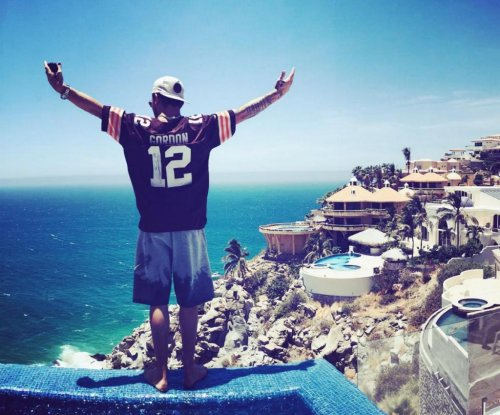 Johnny Manziel sports Josh Gordon jersey on Mexico flight