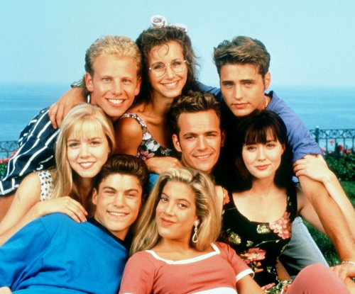 Luke Perry, Jennie Garth, cast of '90210' reunite, pay tribute to Shannen Doherty