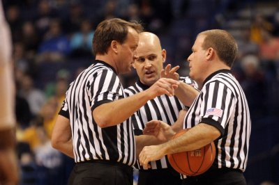 Kentucky fans harass Elite Eight ref, destroy roofing business Facebook page
