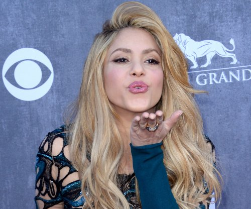 Shakira surprises fans with popup concert in Miami