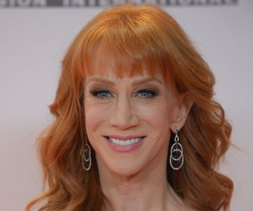 Kathy Griffin shaves head amid sister's cancer battle