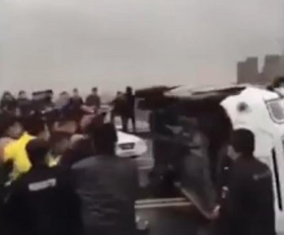 Fighting erupts at Chinese bridge between Hubei, Jiangxi provinces