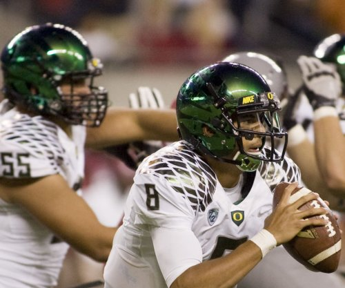 Marcus Mariota, Oregon rout Arizona, likely secure College Football Playoff spot