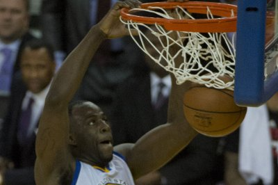 Golden State Warriors roll past Rockets without Stephen Curry