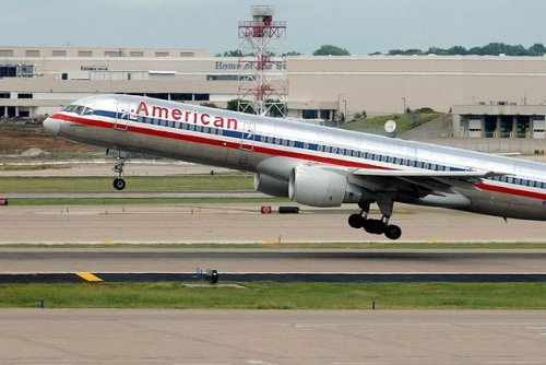 Good Samaritan gives up first class plane seat to woman, ailing baby