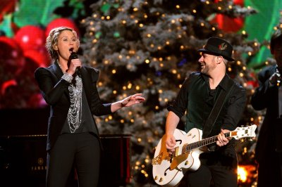 Jennifer Nettles to host Christmas special