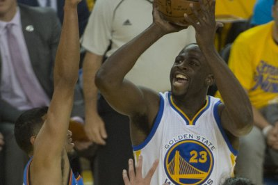Oklahoma City Thunder steal Game 1 from Golden State Warriors