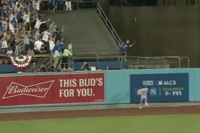 Los Angeles Dodgers fan casually catches Justin Turner's walk-off homer