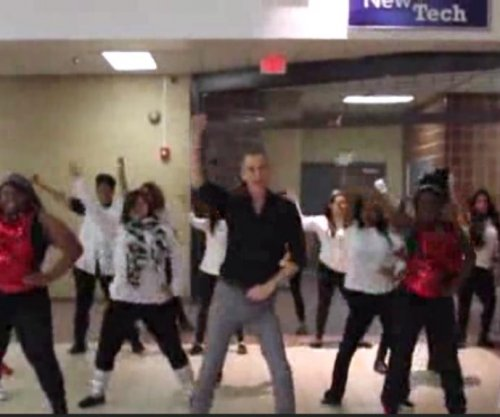 Dallas teacher leads class in viral 'Uptown Funk' video