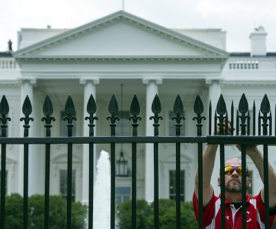 Secret Service: Woman arrested in White House fence jump attempt