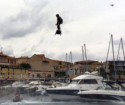 Video: New Guiness hoverboard flight record in France