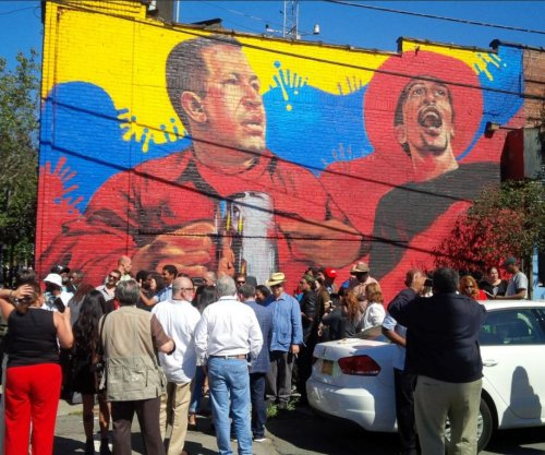 Venezuelan foreign minister visits Bronx for 3-floor Hugo Chavez mural debut