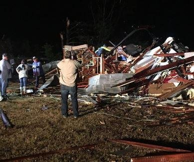 Five killed as tornadoes hit northeastern Alabama, Tennessee