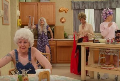 Lena Dunham, 'Girls' cast spoof 'The Golden Girls'