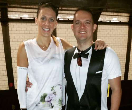 Runners pause during New York half marathon to get married