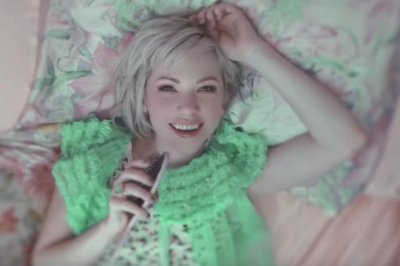 Carly Rae Jepsen releases new music video for 'Want You In My Room'