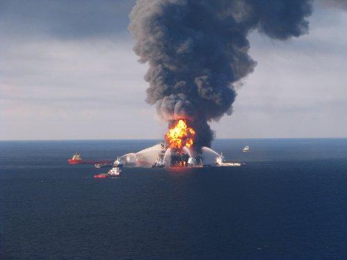 Explosion-damaged oil rig sinks