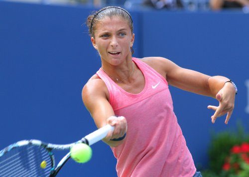 Errani moves into WTA quarterfinals in Paris