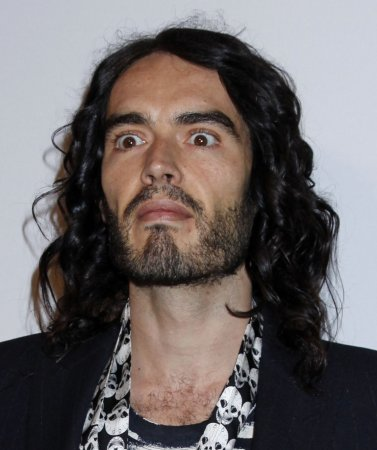 Russell Brand to star in 'Arthur' remake