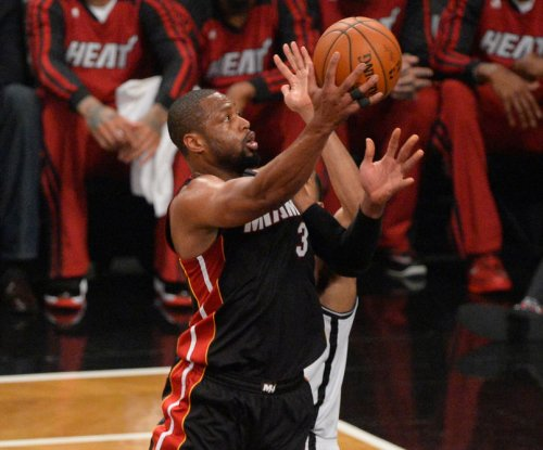 Wade returns, helps Miami Heat rout New York Knicks