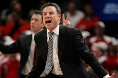 Louisville basketball: Rick Pitino continues to distance himself in sex scandal