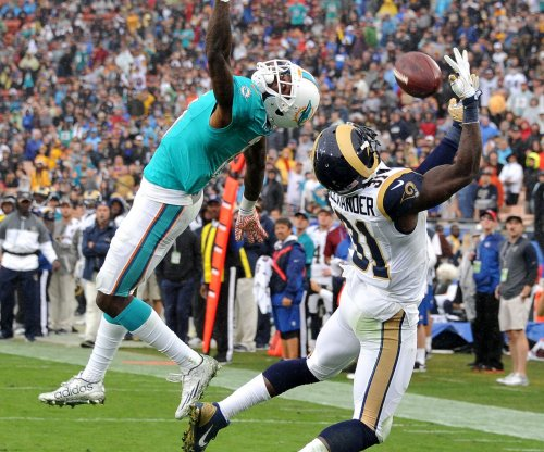Miami Dolphins coach Adam Gase: DeVante Parker doing 'same thing' as Demaryius Thomas, Eric Decker