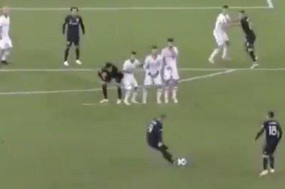 Wayne Rooney beats Toronto FC with 35-yard free kick