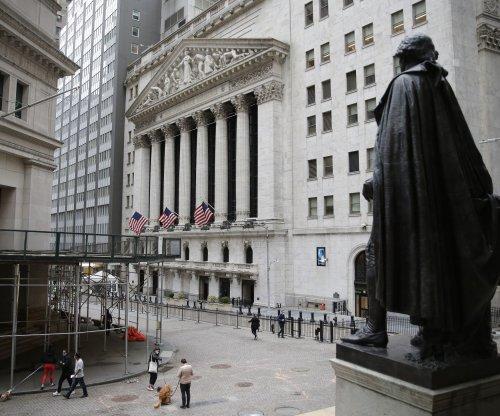 Dow Jones rises 153 points despite disappointing economic growth data