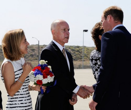 Gov. Jerry Brown sworn in to record-breaking 4th term