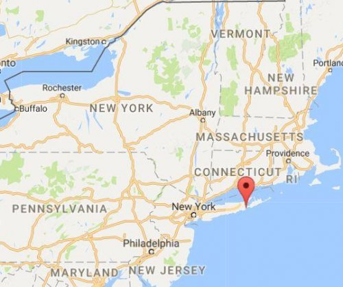 Small plane crash kills two near Southampton, N.Y.