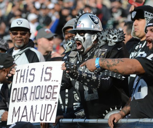Raiders sell out in Oakland despite impending move