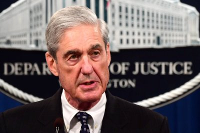 Lawmakers make deal to delay Mueller hearing one week