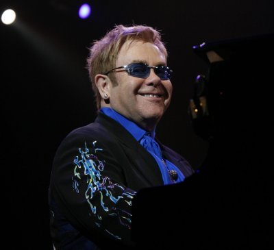 Elton to play Wales's Liberty Stadium