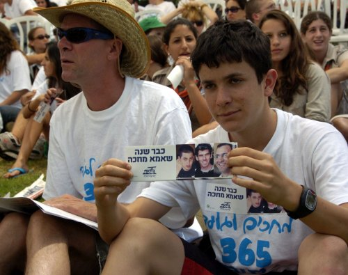 Egyptian official: Shalit free by November