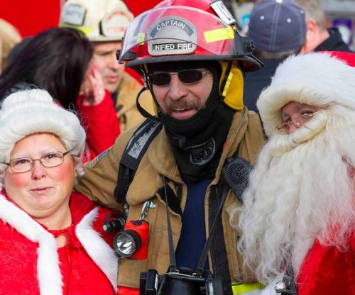 Santa Claus helps evacuate Utah aquarium after fire