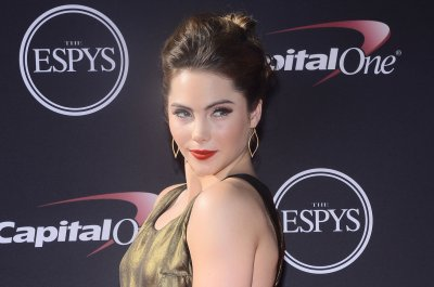 Olympic gymnast McKayla Maroney mourns dad's death