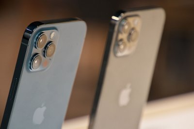 Apple releases security update; researchers uncover new exploit