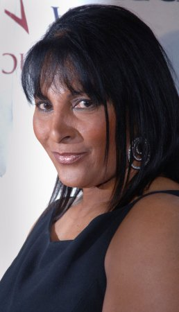 Pam Grier lands 'Smallville' role
