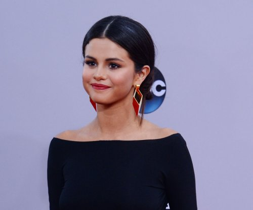 Selena Gomez releases steamy 'Good For You' video