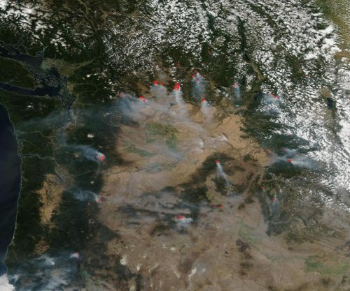 Three firefighters killed battling wildfire in Washington