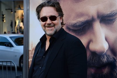 Russell Crowe slams Virgin Airlines for hoverboard ban