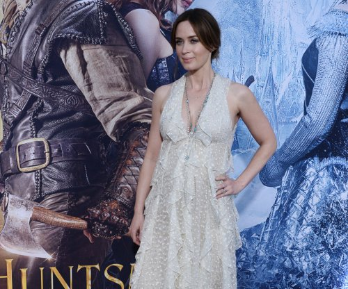 Emily Blunt plays woman under suspicion in new 'Girl on the Train' trailer