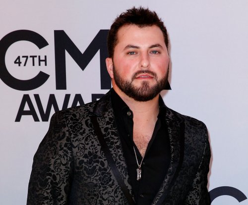Tyler Farr marries Hannah Freeman outside Nashville
