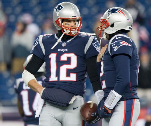 New England Patriots' Tom Brady stays quiet on condition of hand
